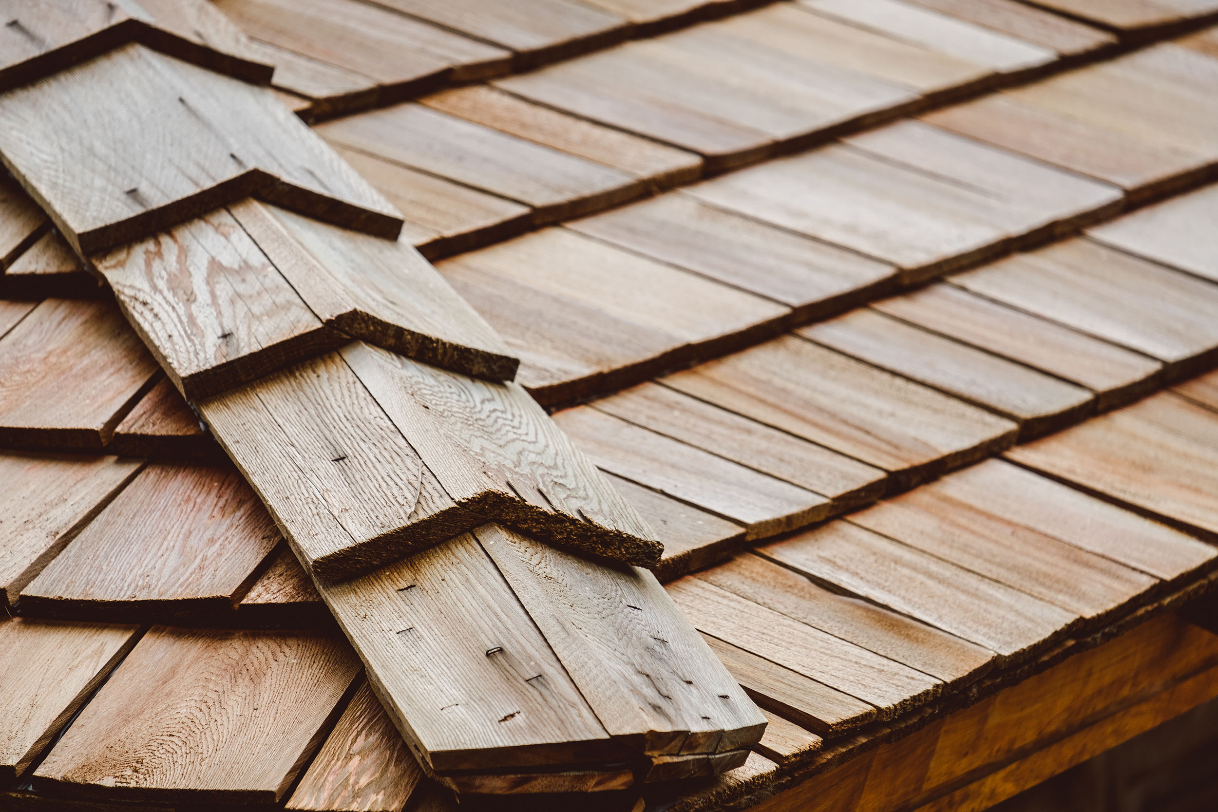how long does a wood roof last