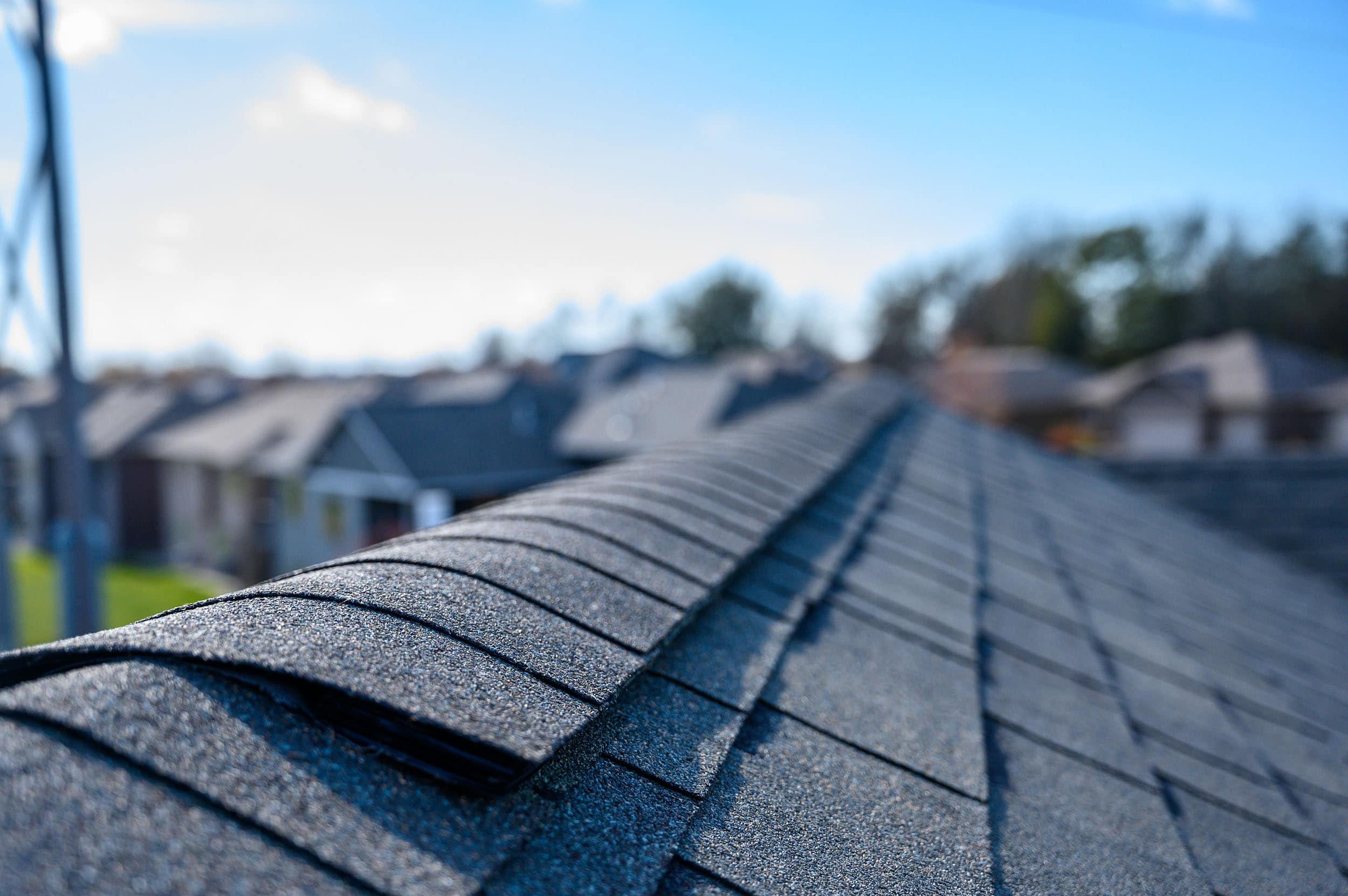 how long does an asphalt roof last